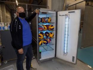 """Volleybalclub Wegi ontwerpt kast met uv C-licht: """"In 90 seconden kunnen we 54 ballen desinfecteren"""""""