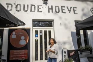 """Legendarisch café d'Oude Hoeve sluit voor het eerst in 102 jaar tijdens Ronde: """"Ik wil niet heel de dag champetter spelen"""""""