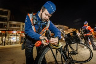 Bijna twintig fietsers lopen tegen de lamp tijdens grote controle