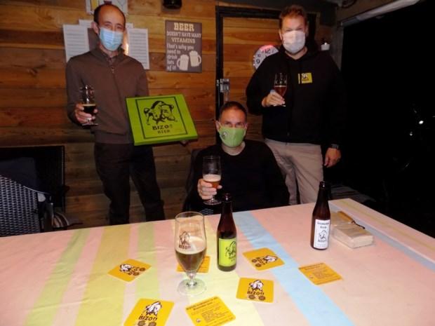 Brouwers Bizon droppen bierkaartjes voor gratis bier in Beerse