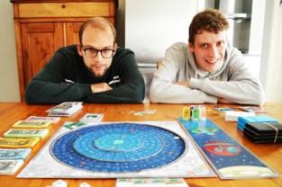 """Duo wil met To The Moon And Back hun eerste gezelschapsspel op markt brengen: """"2,5 jaar aan gewerkt"""""""
