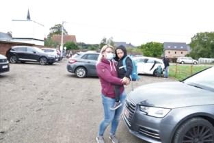 Nieuw parkeerterrein en gemachtigde opzichters om kinderen veilig op school te krijgen