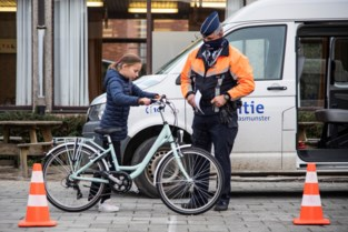 Politie controleert fietsen in KOHa Sint-Pieter
