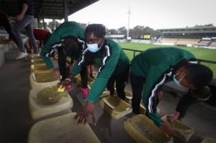 Mooie geste voor supporters: spelers Lommel SK poetsen zitjes van tribune