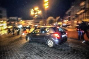 Auto rijdt in op betoging van Vlaams-nationalisten in Puurs, politie pakt drie verdachten op