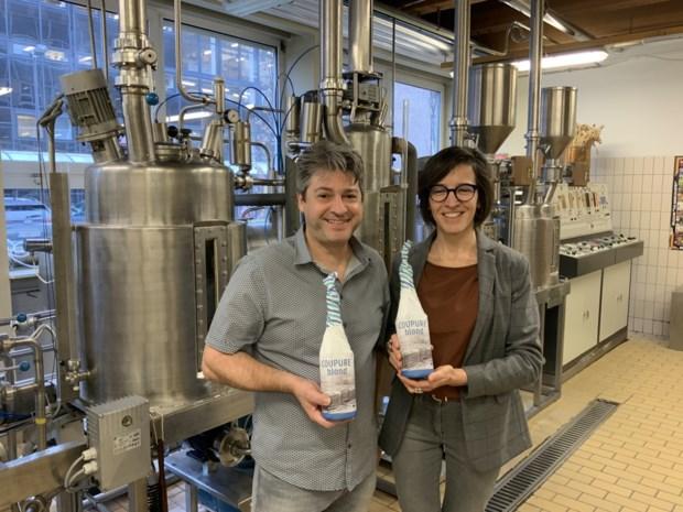 """Feestbier voor eeuwfeest faculteit Bio-ingenieurswetenschappen UGent gebrouwen in Smetlede: """"Gemaakt met alternatieve graansoort waar ook Wout van Aert brood van eet"""""""