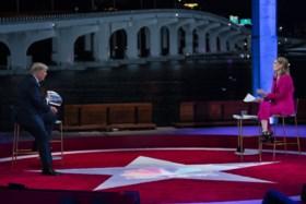 """Trump en Biden beantwoorden op zelfde moment vragen, met heel verschillend resultaat: """"Haha, zo schattig"""""""