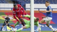 Everton-keeper Pickford trapt Van Dijk van het veld en komt er vanaf zonder kaart