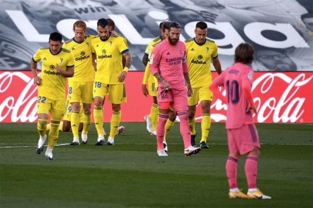 Promovendus verrast Real Madrid en komt voorlopig mee aan de leiding in La Liga, ook Barcelona loopt tegen de lamp