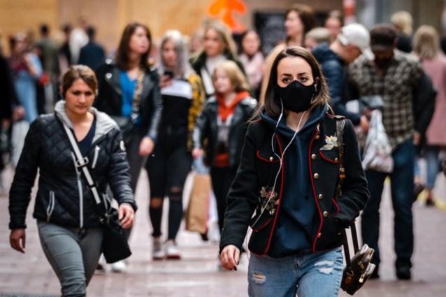 Nederlanders beginnen nu pas mondmaskers te maken en dat laat zich voelen: nieuwe instructies nadat afmetingen niet klopten