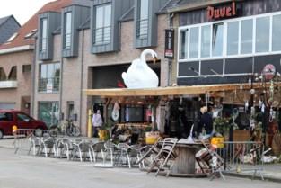 """Buurt reageert verdeeld op bestuurlijke sluiting café De Zwaan: """"De manier waarop is erover"""""""