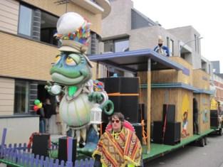 Carnavalisten stellen bal een jaar uit