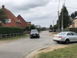 Bosweg tussen Neerzand en Heggelaan wordt autovrij gemaakt: gemeente plaatst snelheidsremmers op Tielenbaan