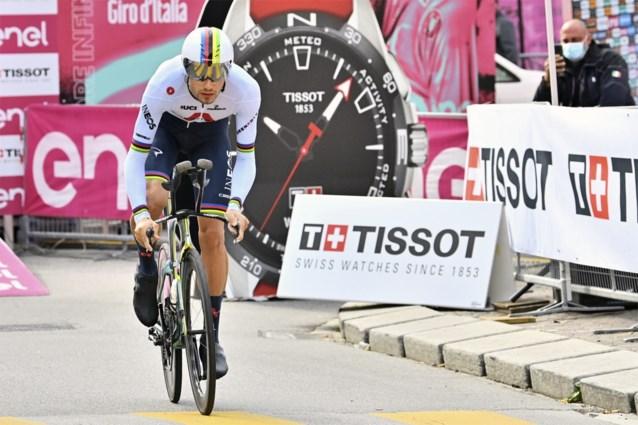 Filippo Ganna blaast iedereen weg in tweede tijdrit, João Almeida steviger in het roze