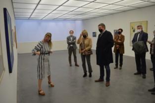 Minister-president Jambon brengt bezoek aan Raveelmuseum