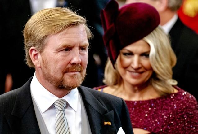 Nederlandse koning Willem-Alexander keert als dief in de nacht terug naar huis na omstreden vakantie in Griekenland