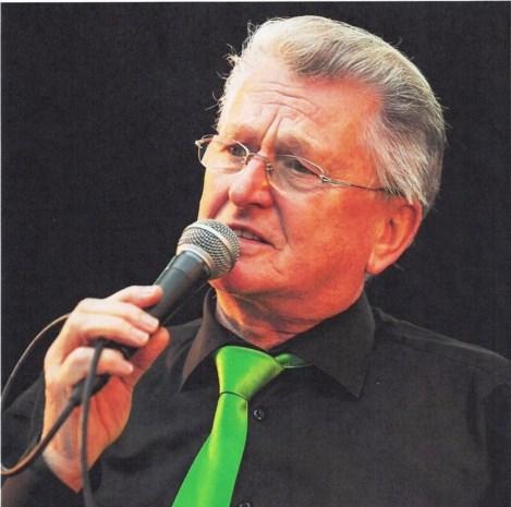 Muzikant, zanger-presentator, vogelkweker, stadionomroeper en reporter: overleden Hugo (81) was het allemaal