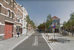 Auto crasht in Merksem, toeschouwers bemoeilijken werk politie