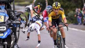 """'Mannen op de motor' zijn het unaniem eens over het incident met Alaphilippe in de Ronde van Vlaanderen: """"Dit gebeurt honderd keer in elke wedstrijd"""""""