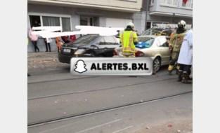 Zwaargewonde bij ongeval met vier voertuigen