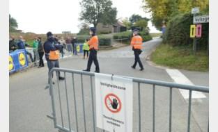 Amper corona-overtredingen tijdens de Ronde: politie stelt slechts één proces-verbaal op… voor Herman De Croo