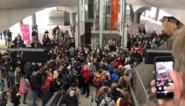 Treinreizigers opeengepakt door opstopping in station Gent-Sint-Pieters