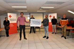 Werknemers schenken 10.000 euro aan Rode Kruis Kortrijk
