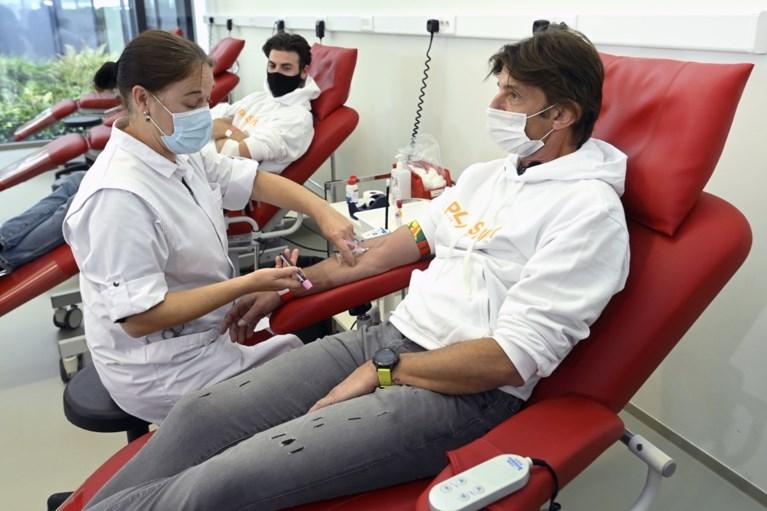 Koen Wauters en Joris Brys schenken bloedplasma voor Covid-onderzoek