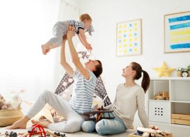 """Zodra er een kind is, zet de vrouw haar carrière op een laag pitje: """"Traditionele opvattingen zijn opnieuw aan een opmars bezig"""""""