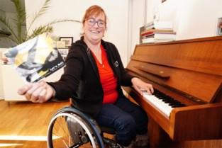 """Professionele muzikanten maken album met rolstoelgebruiker Lies (40): """"Ze vonden het tof om eens over iets anders dan liefde te zingen"""""""