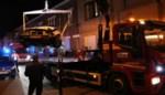 Auto vat vuur na botsing tegen paaltje