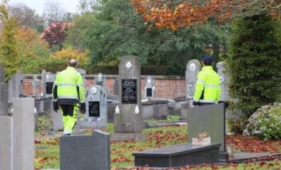 """Gevandaliseerde graven liggen vol bouwafval, burgemeester sluit nu ook andere kerkhoven: """"We staan voor een raadsel"""""""