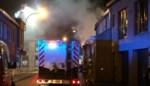 Bewoner en twee brandweermannen gewond bij uitslaande brand