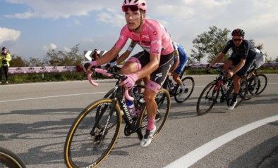 """Roze trui João Almeida twijfelt over zijn winstkansen in de Giro en reageert ontwijkend over Remco Evenpoel: """"Ik geloof er nog niet in"""""""