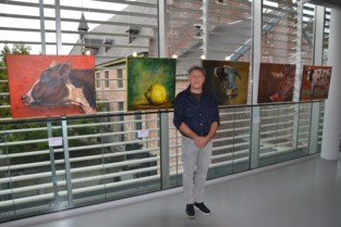 Maak kennis met Hans, de dierenarts die zijn patiënten ook op schilderij vastlegt