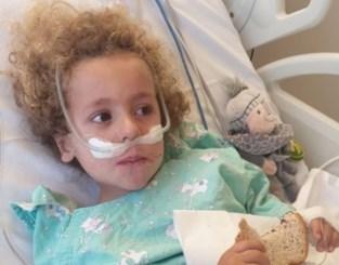 """Kleine Kaïs (4) uit kunstmatige coma gehaald: """"Hier proeft hij zijn eerste boterham met choco"""""""