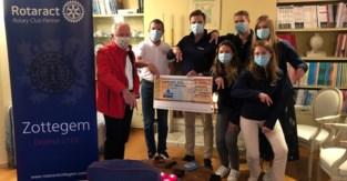 Rotaract haalt 2.000 euro op voor Stop Parkinson Walk