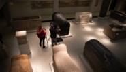 """Vandalen vernielen tientallen kunstwerken in Berlijnse musea: mogelijk het werk van complotdenkers die geloven dat Angela Merkel er """"menselijke offers"""" pleegt"""