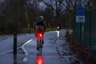 Gemeente deelt fietslichtjes uit