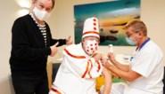 Koen Crucke en Pierke Pierlala geven goede voorbeeld: griepprik cruciaal voor Gentse 65-plussers
