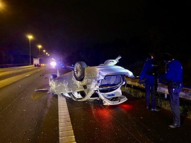 Drugskoerier vlucht met 220 km per uur voor politie maar gaat over de kop op E19