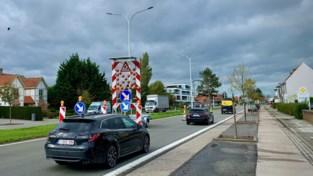 """Werken aan nieuwe rotonde zorgen voor ellenlange files, gemeente grijpt mogelijk in: """"Extra signalisatie of omleidingen"""""""
