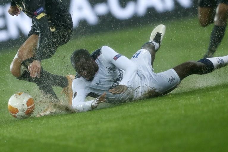 Ongelukkig Standard op kletsnatte grasmat onderuit tegen Rangers FC, Roofe (ex-Anderlecht) scoort wereldgoal