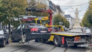 Veel schade aan drie auto's na ongeval in Antwerpen, geen gewonden
