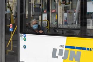 De Lijn laat autocars achter trams rijden, om overvolle trams te vermijden