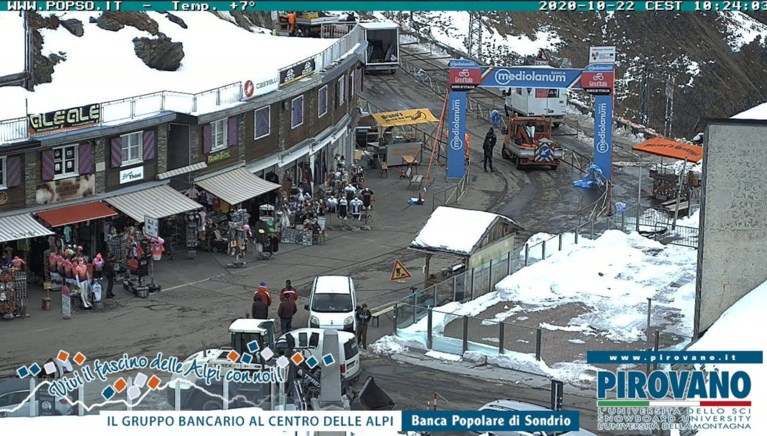 Spektakel gegarandeerd vandaag in de Giro: zo zag de Stelvio er vanochtend uit