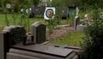 """Schuttersdoelen naast kerkhof plots zichtbaar: """"Respectloos en shockerend"""""""