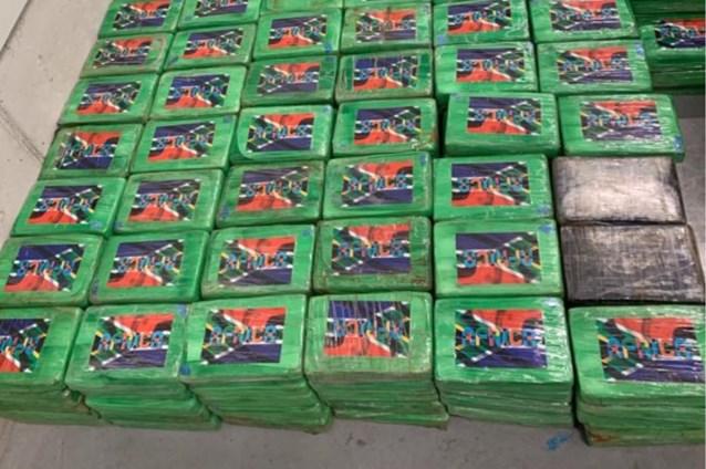 Vier mannen aangehouden na vondst van 498 kilo cocaïne in loods