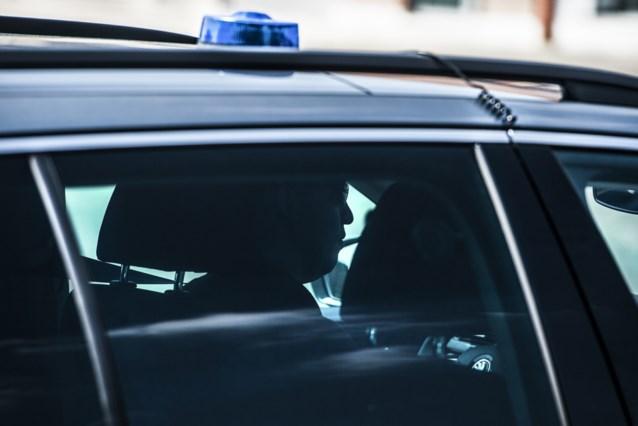 Franse bestuurder onder invloed in Antwerpen opgepakt na achtervolging: ouders rijden 300 kilometer om hem op te pikken bij politie