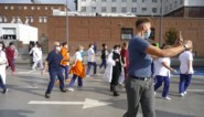 Zorgpersoneel Anderlecht vraagt met flashmob extra hulp in coronastrijd